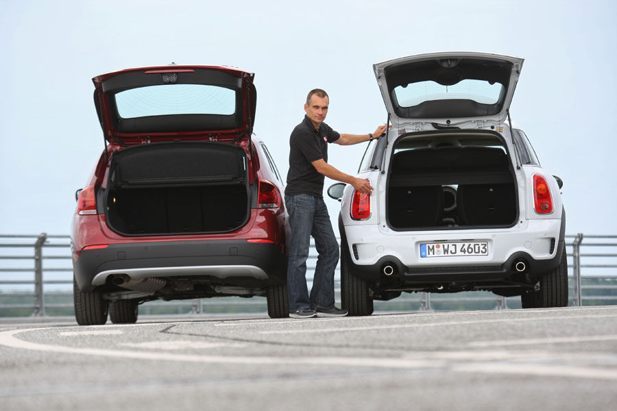 bmw-x1-mini-countryman-11