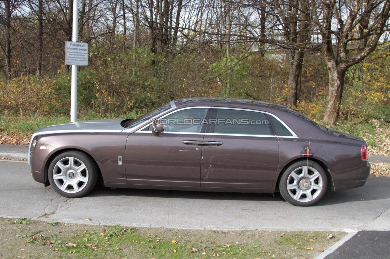 Rolls-Royce-Ghost-Extended-Wheelbase-Spyshot-WCF