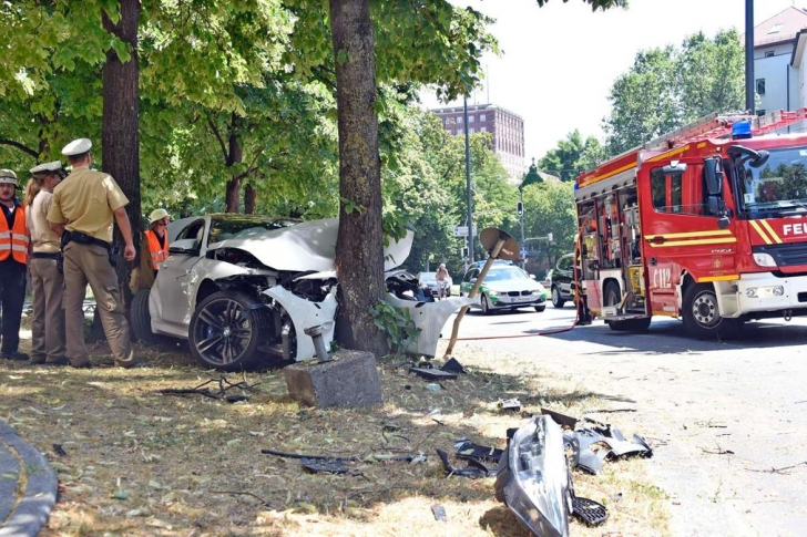 bmw-m4-crash-2