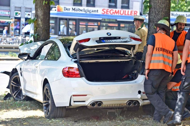 bmw-m4-crash-6