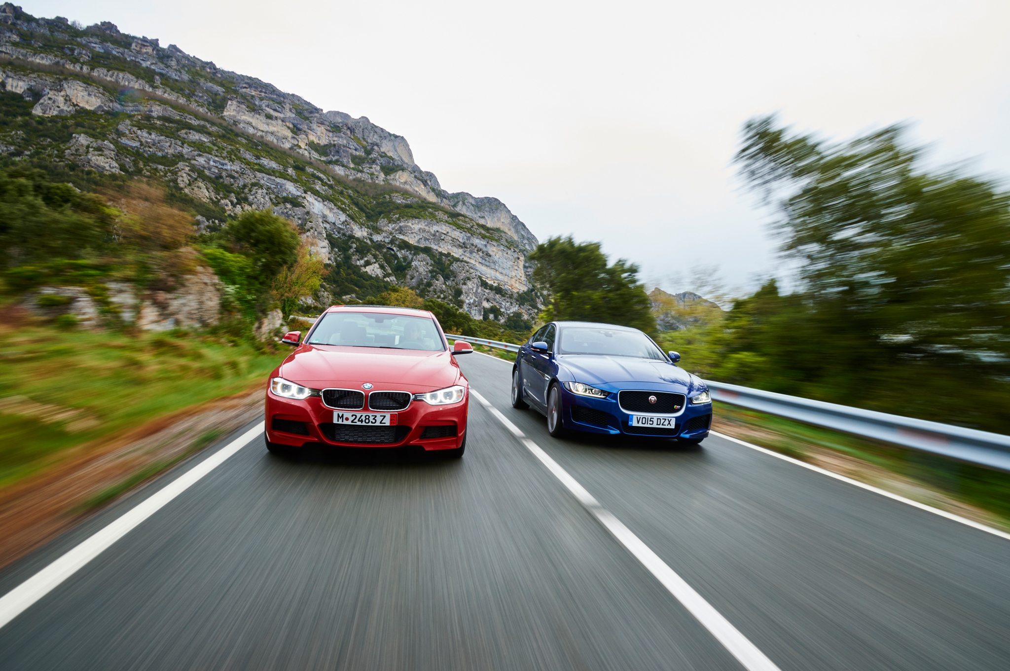 BMW Seria 3 vs. Jaguar XE S