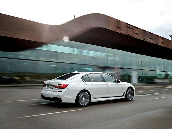 BMW Seria 7 M Sport (1)