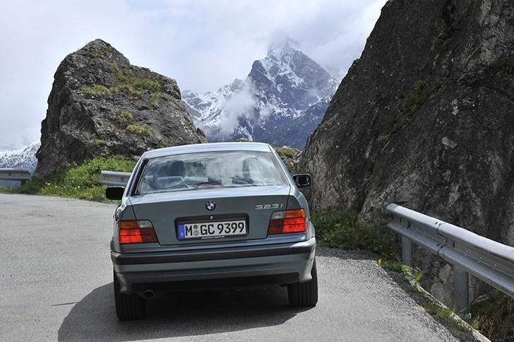 BMW 340i F30 vs BMW 323i E36 (20)