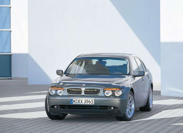 BMW-7_Series_2002_800x600_wallpaper_0c