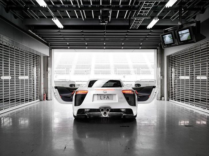 BMW și Lexus