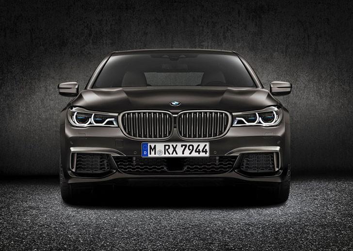 BMW-M760Li_xDrive_2017_800x600_wallpaper_0d