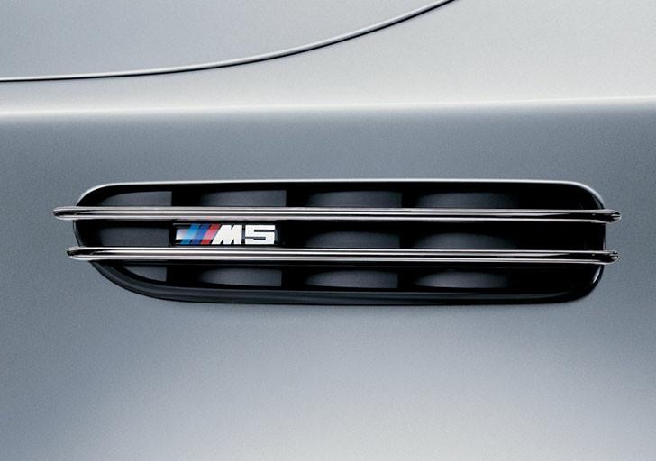 BMW-M5-2005-1024-3b