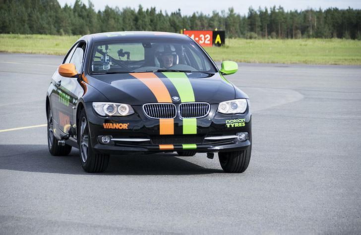 Cea mai rapidă mașină pe două roți este un BMW și are pneuri Nokian