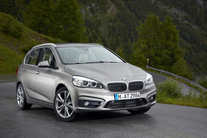 P90156568_highRes_the-new-bmw-225i-act