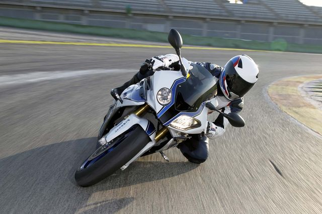 BMW-HP4-Claims-To-Be-The-Lightest-1000cc-Sportsbike-7