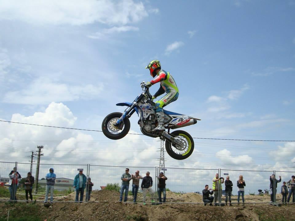 Thomas Chareyre castiga etapa de Campionat Mondial de Supermoto de la Arad