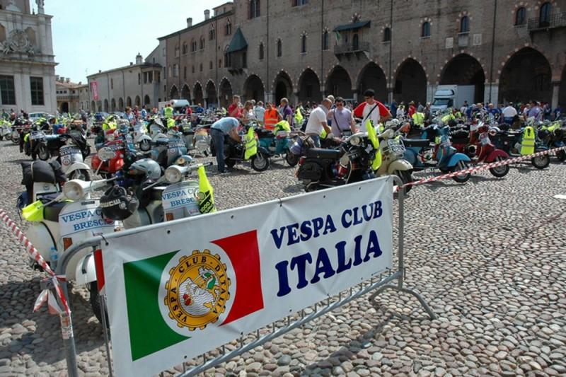 Peste 10.000 de posesori de Vespa s-au intalnit la Vespa World Days