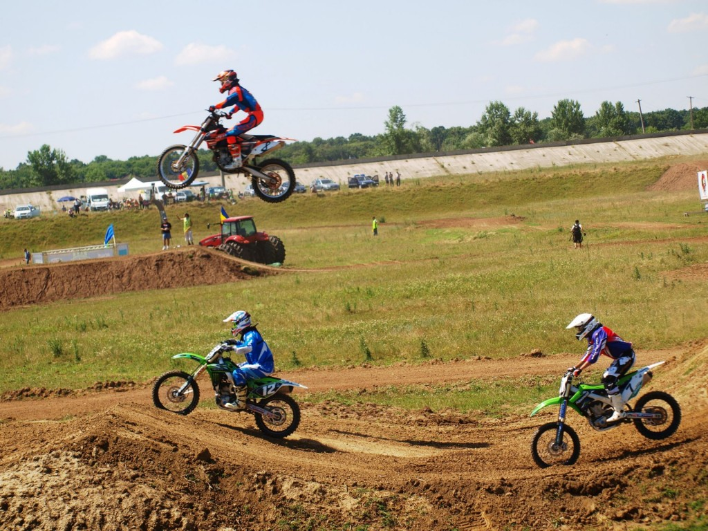 Rideri de calibru international si drame pe circuitul Corsarul Rosu, in Motocross CUP