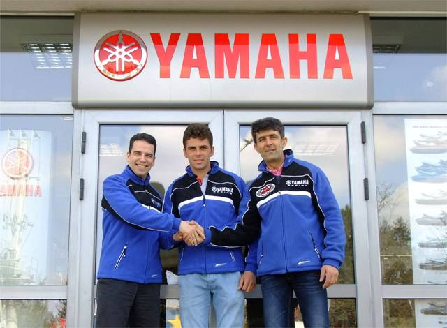 Adrian Raduta si Top Cross TCS semneaza cu Yamaha Romania