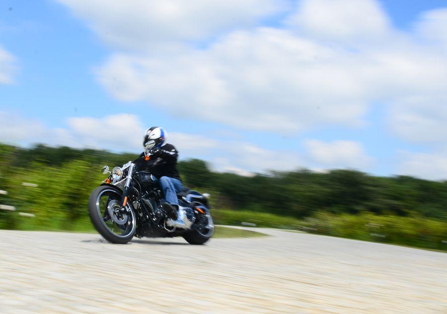Test Harley-Davidson Softail Breakout: O problema de atitudine