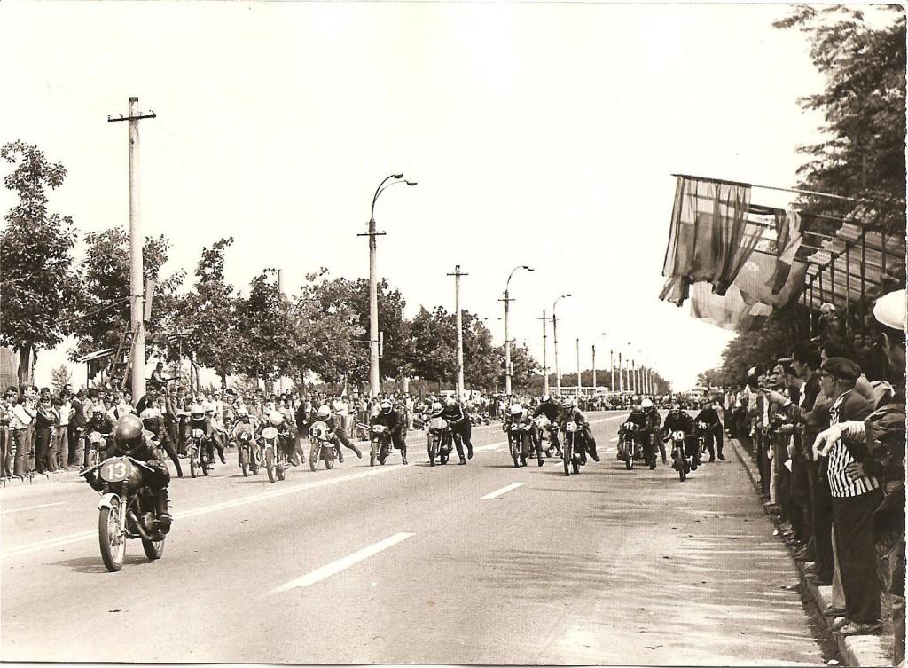 CNMV aduce un omagiu veteranilor motociclismului viteză din România