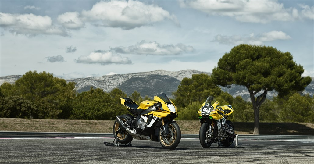 Yamaha prezintă modelele YZF-R1 și R1M 2016