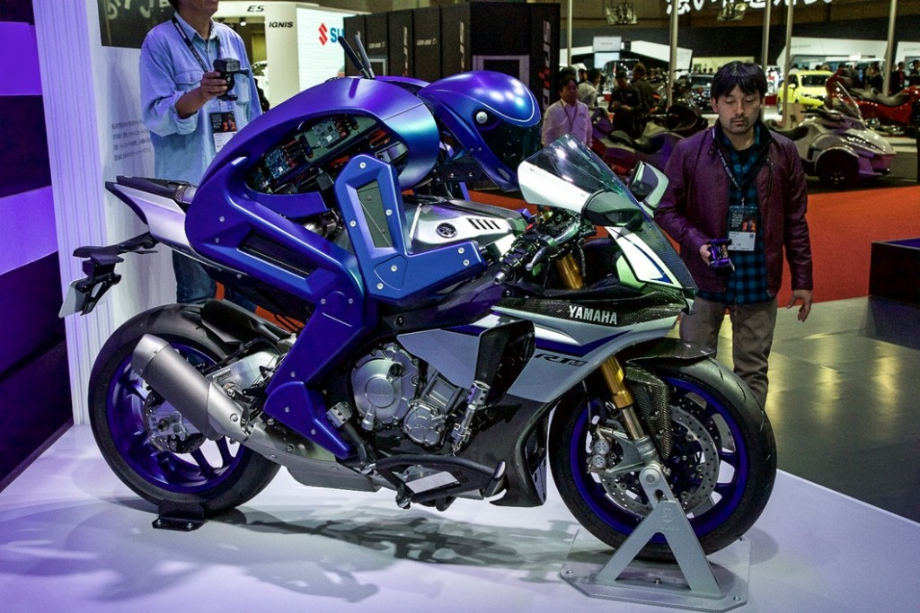 yamaha-motobot-motorcycle-riding-robot-10