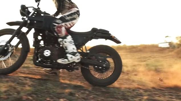 Fiasco în clipul promoțional pentru Royal Enfield Himalayan - motocicleta se dezmembrează [VIDEO]