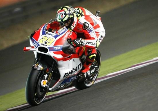 Iannone, cel mai rapid în FP3. Rossi semnează din nou cu Yamaha. Lorenzo ar putea trece la Ducati!