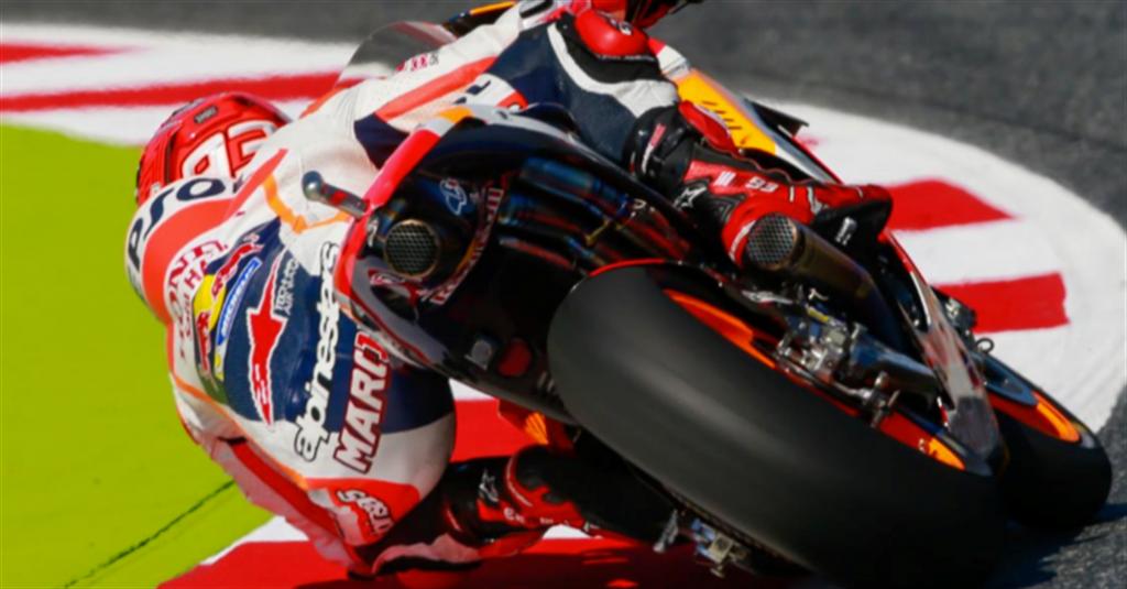 Cursa continuă după tragedia de la Barcelona. Marquez în pole-position