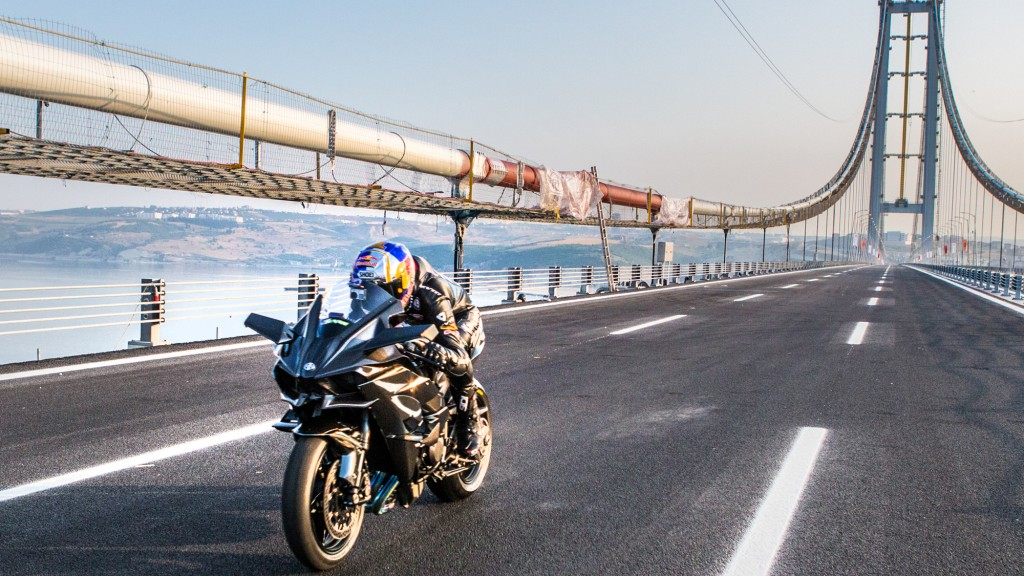 Kenan Sofuoglu atinge bariera de 400 km/h în șaua unui Kawasaki H2R
