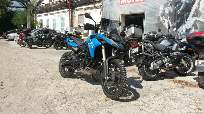 De ce Serres Rally? De ce BMW F 800 GS?
