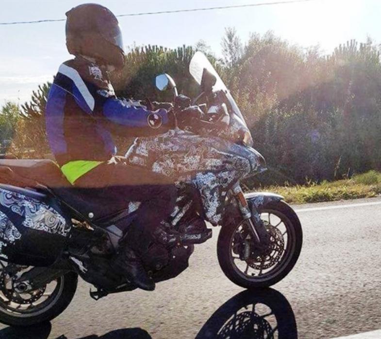 Ducati Multistrada 939 a apărut în poze-spion