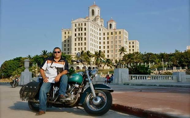Ture pe Harley-Davidson în Cuba, cu fiul lui