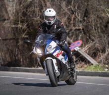 Test BMW S 1000 RR: cu 200 CP pe drumurile României. Are sens?