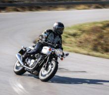 Test Triumph Thruxton 1200 – Sportiv în haine retro