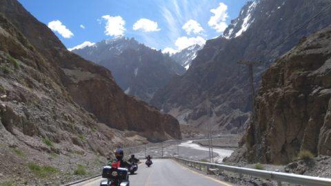 Povești de călătorie: Islamabad – Shanghai pe Harley-Davidson. O dată în viață.