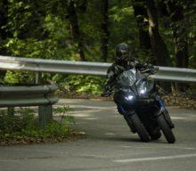 Test Yamaha Niken: E mai distractiv în trei?