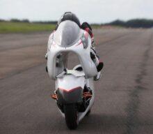O motocicletă electrică cu formă neconvențională țintește recorduri de viteză